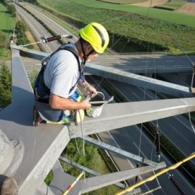 Unterhaltsarbeiten am Strommast