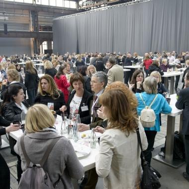 Gelebter Ideenaustausch auf der Mitarbeiterveranstaltung ias-Forum 2014: Die Meinungen der ias-Mitarbeiterinnen und -Mitarbeiter  waren gefragt. Und die waren  mit viel Energie und guten Ideen dabei...