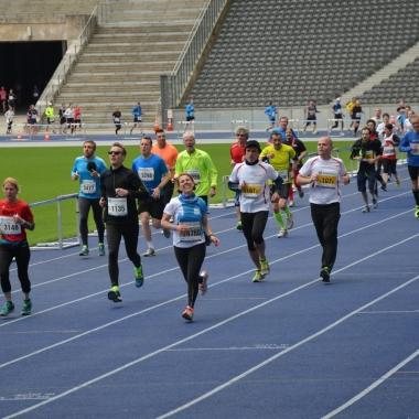 ias running 2014 fand im Rahmen des BIG 25 in Berlin statt – Lauf auf der blauen Tartanbahn im Berliner Olympiastadion inklusive!