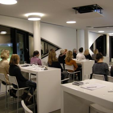 Das Wissensforum der ias – hier die Veranstaltung 2012 im faszinierenden Otto Bock Sciencecenter in Berlin –  lädt alljährlich Mediziner (externe wie interne) zur fachlichen Fortbildung und zum ...