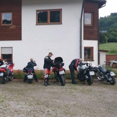 Motorradtour 2013: Vorbereitungen für die Kaffeepause.