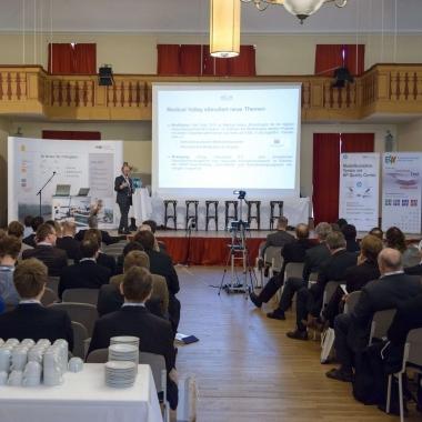 Prof. Dr. Erich Reinhardt, Geschäftsführender Vorstand des Medical Valley EMN e.V. hält die Keynote.