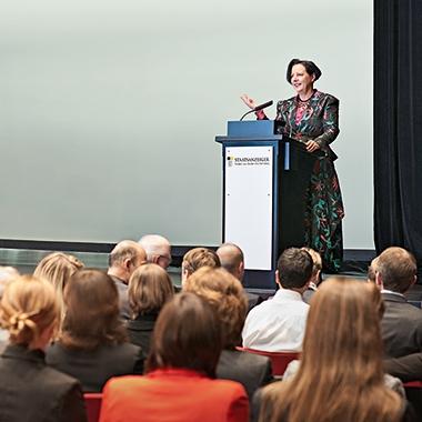 Mit unsere Kongressen bieten wir eine Plattform zum Diskutieren und Austauschen für unsere Kunden an.