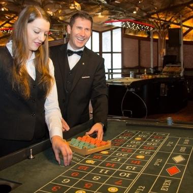 Casinos Austria ist bekannt für einen hohen Standard  in der Ausbildung zum/zur Croupier/Croupière.