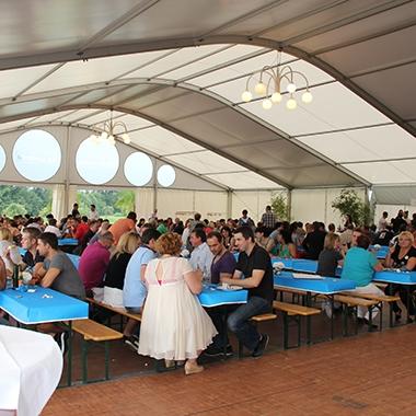 Bei unserem jährlichen ERNI Sommerfest können sich die Kollegen und Kolleginnen aus allen Abteilungen besser kennenlernen.