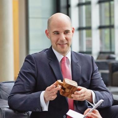 Benjamin Lehnen arbeitet seit 10 Jahren bei der apoBank und entwickelt die Praxis- und Apothekenbörse weiter.