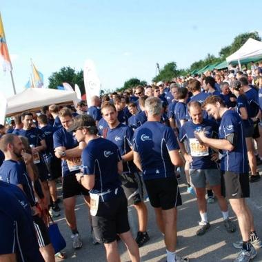 Auf die Plätze fertig los. An all unseren Standorten gibt es begeisterte Sportler, die bei Firmenläufen starten.