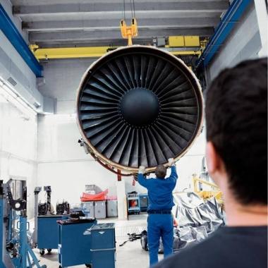 Instandhaltung eines CF6-80C2-Antriebs einer Boeing 747.