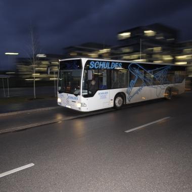 Zur Arbeit können wir mit unseren Werks- und Pendelbussen kommen. Letzterer fährt in München ganze 353 Mal pro Woche um unsere Mitarbeiter von der S-Bahn zur MTU und wieder zurück zu bringen.
