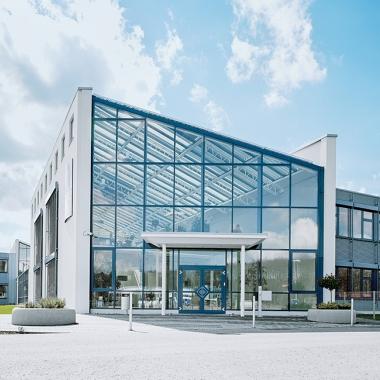 Das Werk in St. Ingbert-Rohrbach ist unser weltweit größtes Produktions- und Logistikzentrum und beheimatet das Festo Lernzentrum Saar (Bild).