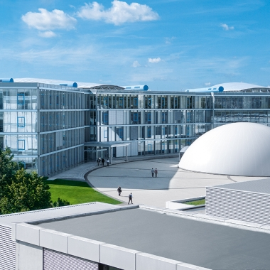 Zum Standort Esslingen zählen neben dem Stammhaus (Bild) und der Ausbildung in Berkheim noch die Technologiefabrik in Ostfildern-Scharnhausen sowie die Gebäude der Sparten Prozessautomation und Didactic in Denkendorf.