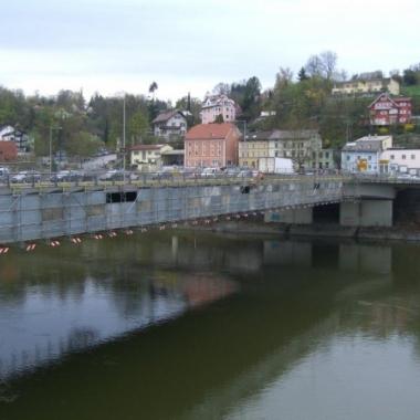 Hängegerüst in Passau über die Donau