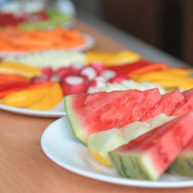 Obst- und Gemüsebuffet in den Frühstückspausen.