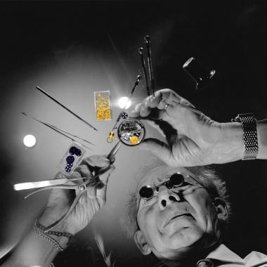 —Die Montage des Uhrwerks erfordert jahrelange Erfahrung, feine Instrumente und eine ruhige Hand
