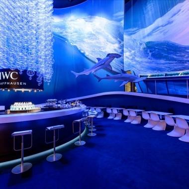 —Marketing auf höchstem internationalen Niveau wird von unseren Marketingteams erarbeitet: Produkt-, Trade- und Consumer Marketing, Architekten, PR und Events. Im Bild der IWC Booth an der SIHH 2014.