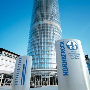 Zentral in Nürnberg befindet sich die Generaldirektion. Die modern ausgestatteten Arbeitsplätze in lichtdurchfluteten Büros sind die Basis für eine angenehme Atmosphäre.