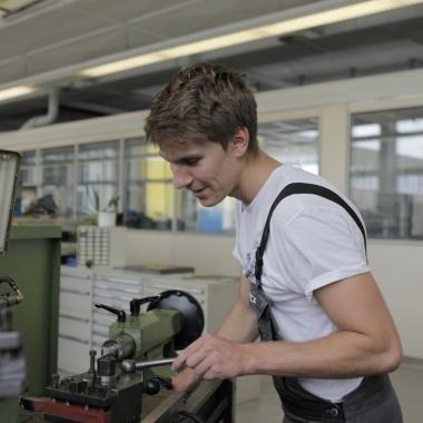 In Kooperation mit der DHBW Mannheim bilden wir jedes Jahr im Rahmen des Dualen Studiums Wirtschaftsingenieure und Mechatroniker aus.