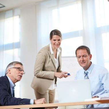 IT-Dienstleistungen mit einem Lächeln im Gesicht anbieten gelingt nur, wenn sich unsere Mitarbeiterinnen und Mitarbeiter bei uns wohl fühlen und Spaß an der Arbeit haben.