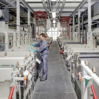 Produktionsgetreue, automatische Versuchsgalvanikanlage für dekorative Beschichtung von Metallen und Kunststoffen