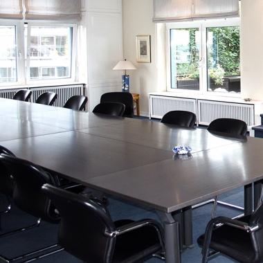 Der Terrassen-Besprechungsraum in der Zentrale Hamburg