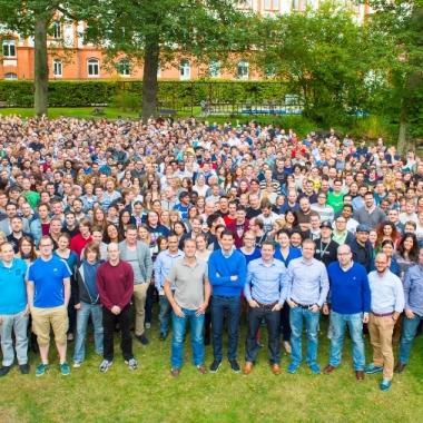 Seit unserer Gründung im Juni 2009 sind wir auf gut 1.000 Mitarbeiter gewachsen.