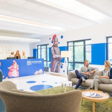 Damit sich jeder wohlfühlt, kümmert sich unsere Innenarchitektin um die geschmackvolle Gestaltung der Büroräume.