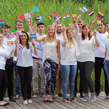 Soziales Engagement: Die Immowelt Azubis im ersten Lehrjahr kümmern sich um 50 Patenkinder der Kinderhilfsorganisation Plan International.