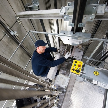Immer oben auf – unsere Aufzugstechniker