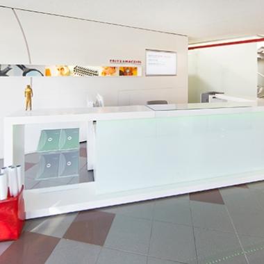 Hell und freundlich empfängt die Besucher der Hauptsitz von FRITZ & MACZIOL in Ulm.