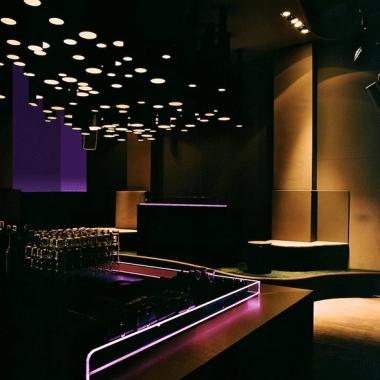 Neues Design für Hamburger Nachtclub. Verantwortlich für Design und Realisation ist MIKS.