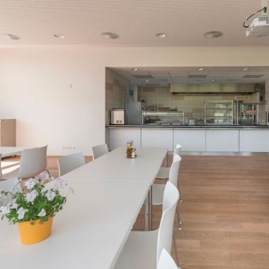Moderne Kantine mit abwechslungsreicher Küche