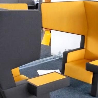 Futuristische, schallisolierte Sitz- und Gesprächsmöglichkeiten