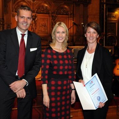 Verleihung des Hamburger Familiensiegels am 03.11.2014 an Sonja und Christoph Wahring durch Manuela Schwesig (Bundesministerin für Familie, Senioren, Frauen und Jugend)