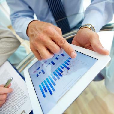 Im Auftrag und gemeinsam mit unseren Kunden erstellen wir in den diversen BI-Projekten stets Reports, Analysen und Auswertungen, die als Entscheidungsgrundlage für unsere Kunden dienen.