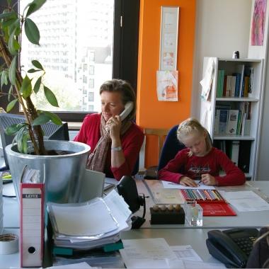 Familienfreundliche Unternehmenskultur: Wenn Arbeitsumfeld und Work-Life-Balance stimmen, erbringen Mitarbeiter Höchstleistungen.