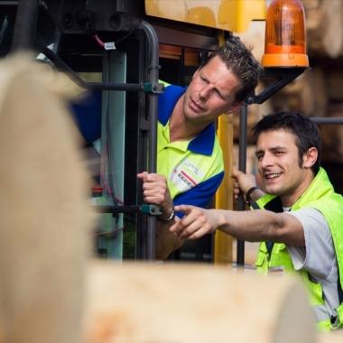 Freude an der Arbeit mit unserem wichtigsten Rohstoff - Holz