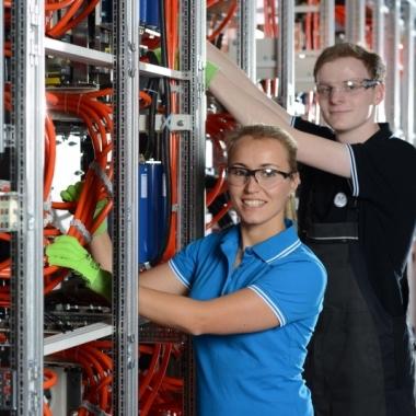 Ausbildung zwischen Theorie und Praxis: unsere dualen Elektrotechnikstudenten in Berlin