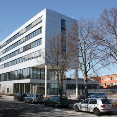 Konzern-Zentrale der TÜV NORD GROUP in Hannover mit Büros und Betriebsrestaurant. Am TÜV 1, 30519 Hannover © TÜV NORD GROUP