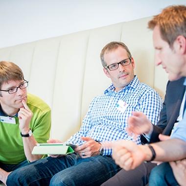 Auf unterschiedlichen Veranstaltungen trifft man auch immer wieder Kollegen der anderen Standorte und kann sich mit diesen austauschen, wie hier auf den Software Engineering Days.