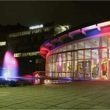 Die Verleihung des Heraeus Awards findet jährlich auf dem Heraeus Firmengelände in Hanau in feierlichem Rahmen statt.