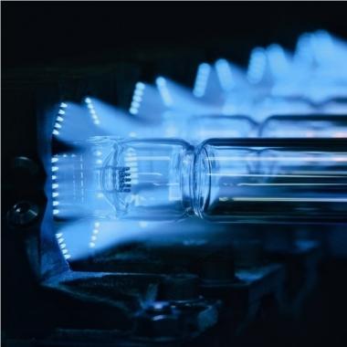 UV-Licht ist vielseitig einsetzbar – mit energiereichem UV-Licht können Wasser, Luft und Oberflächen auf sichere Art entkeimt, gereinigt und behandelt werden.