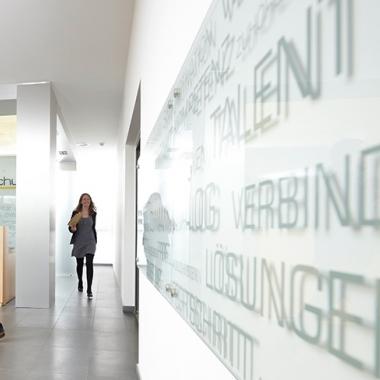 Der Empfang der Wiesbadener Zentrale.