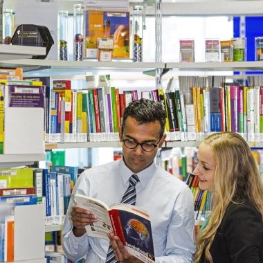 BASF bietet eine Fülle von Weiterbildungsmöglichkeiten – von Workshops und Seminaren bis hin zu Online-Schulungen am Arbeitsplatz. Mit unseren verschiedenen Lernangeboten können Mitarbeiter ihre ...