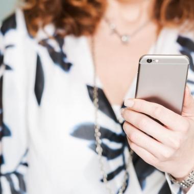Smartphone & Laptop sind feste Bestandteile unserer blu Mitarbeiter.