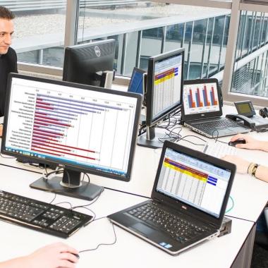 Mitarbeiter der blu Systems GmbH schätzen die Vielfältigkeit an Aufgaben durch immer neue und spannende Projekte sowie das familiäre Miteinander im Team.