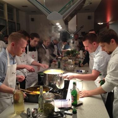 Gemeinsam Spaß haben: Teamevent Kochstudio