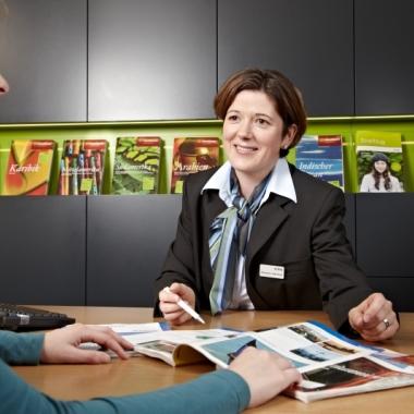 Persönliche Beratung durch Annemarie Aeberhardt, Reiseberaterin im Reisezentrum in Bern