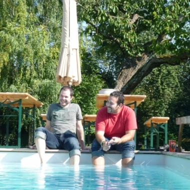 Projektabstimmung am Pool