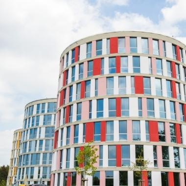 Unser Firmensitz im roten Turm der Nordport Towers am Hamburger Flughafen.