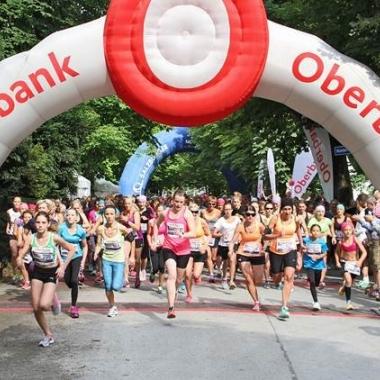 Laufbegeisterte Mädchen und Frauen beim 7. Salzburger Frauenlauf. Die  Oberbank war Hauptsponsor des Events und konnte das dritt größte Team stellen. (Foto: Uwe Brandl)
